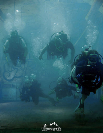 Photomontage prisons d'Aniane avec plongeurs